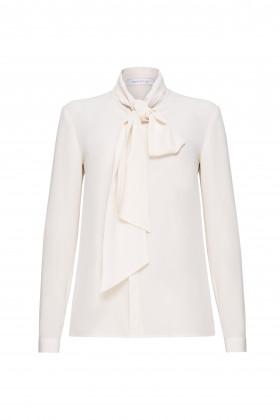 Шёлковая блуза с воротником-бантом молочная