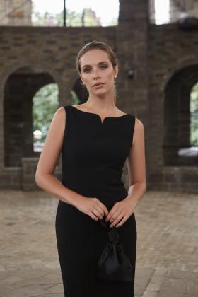 Платье-футляр с закругленными разрезами черное
