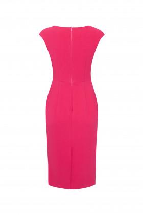 Платье-футляр с V-образным вырезом и коротким рукавом розовое