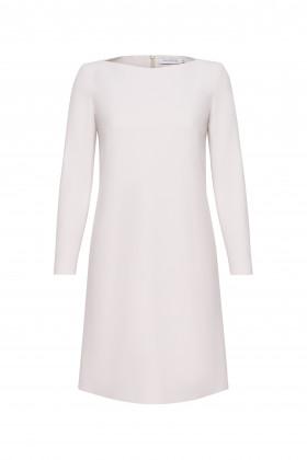 Платье-трапеция с вырезом лодочкой молочное