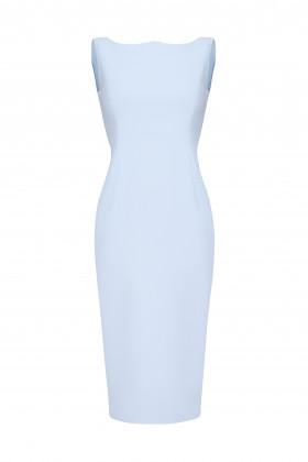 Платье-футляр с обратным сердцевидным вырезом