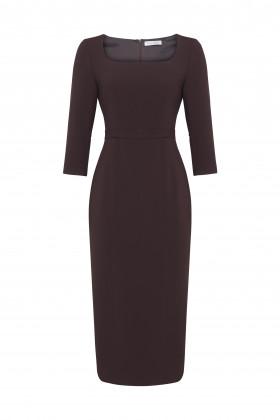 Платье-футляр с глубоким вырезом-каре шоколадное