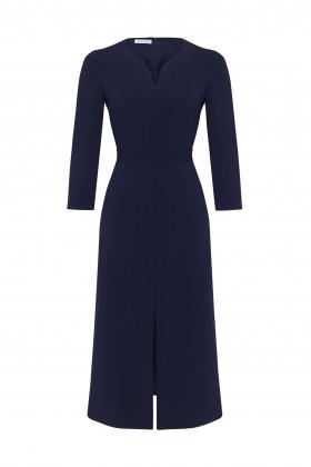 Платье с разрезом по центру синее
