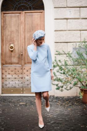 Платье-трапеция с диоганальными рельефами голубое
