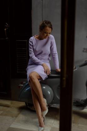 Платье-трапеция с вырезом лодочкой сиреневое