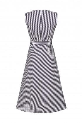 Платье в сине-белую полоску